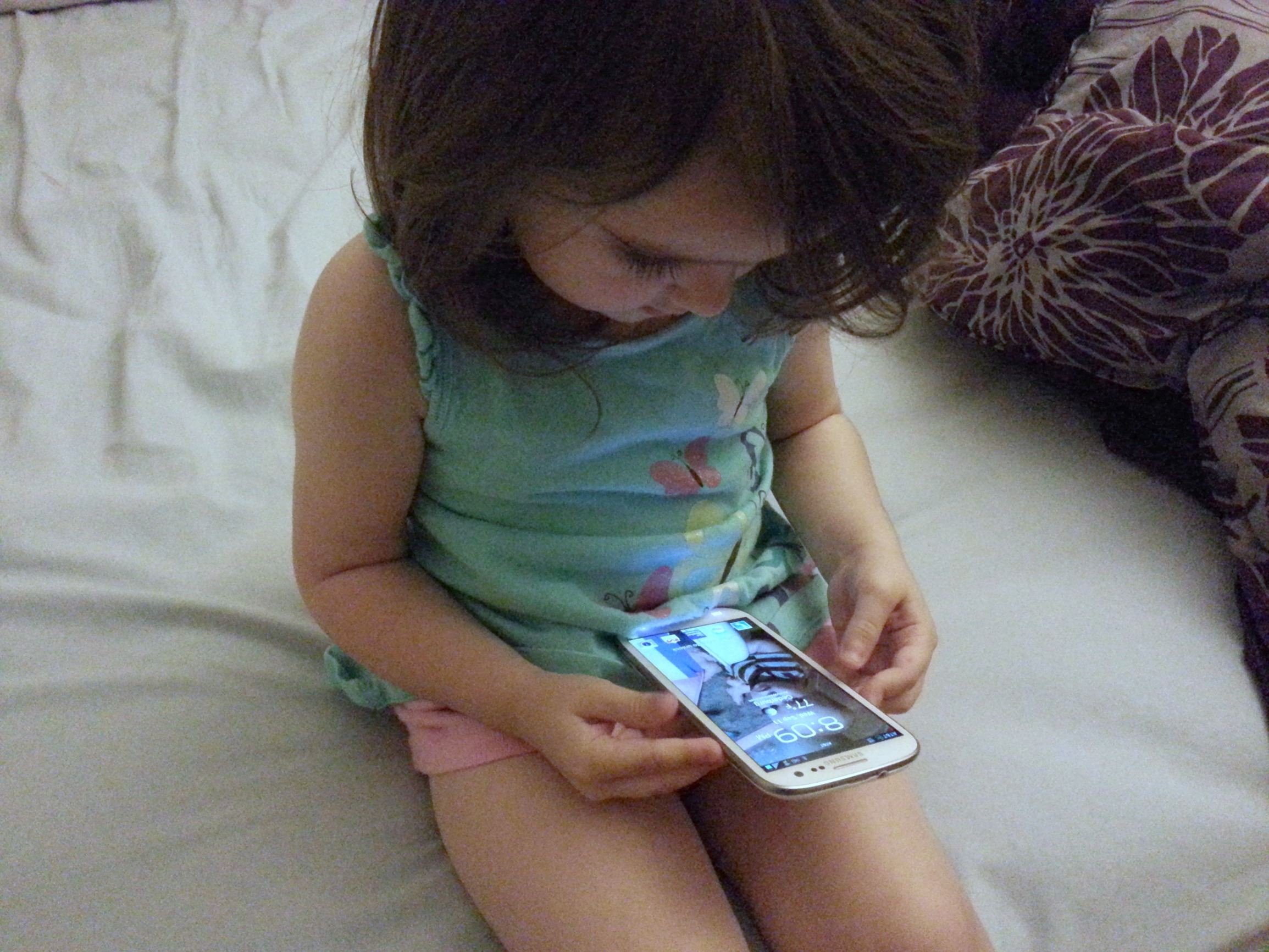 toddler with smartphone