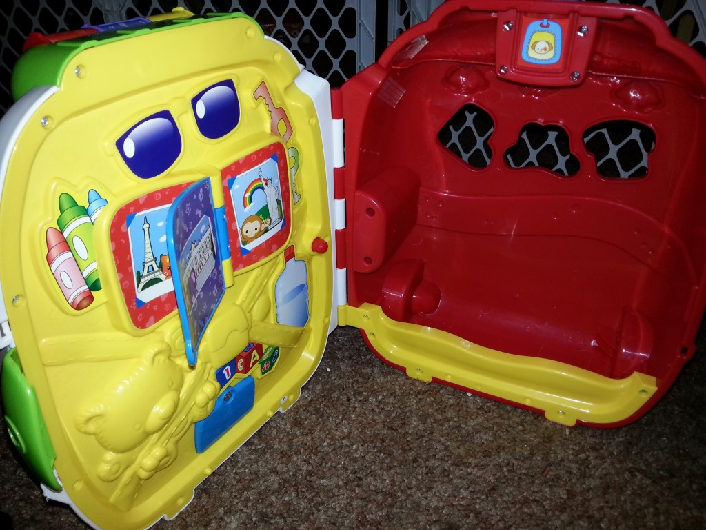 inside of vtech toy suitcase