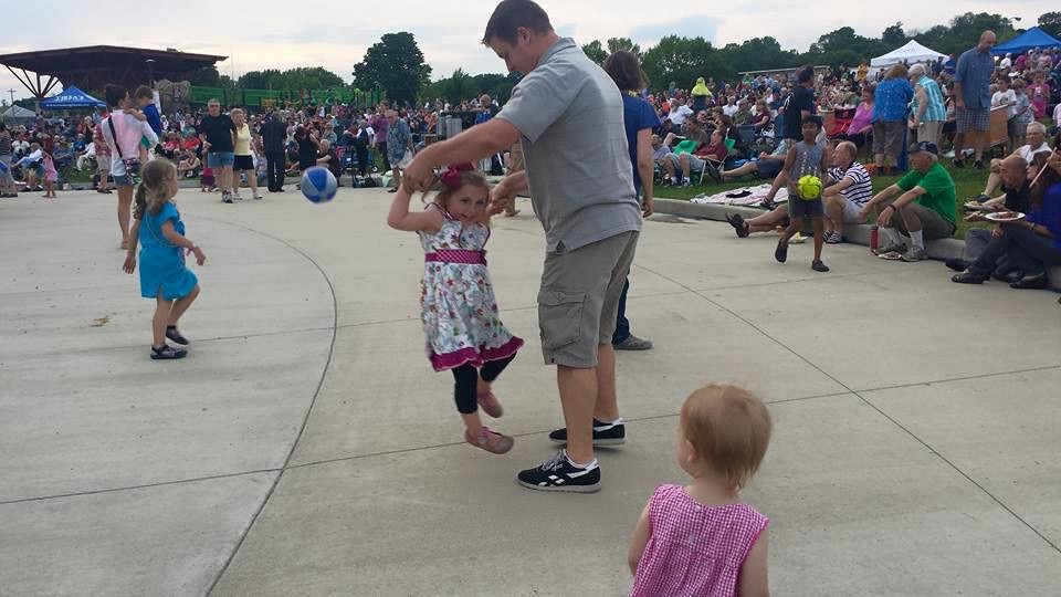 Daddy and daughter dancing at live music event in Wauwatosa.