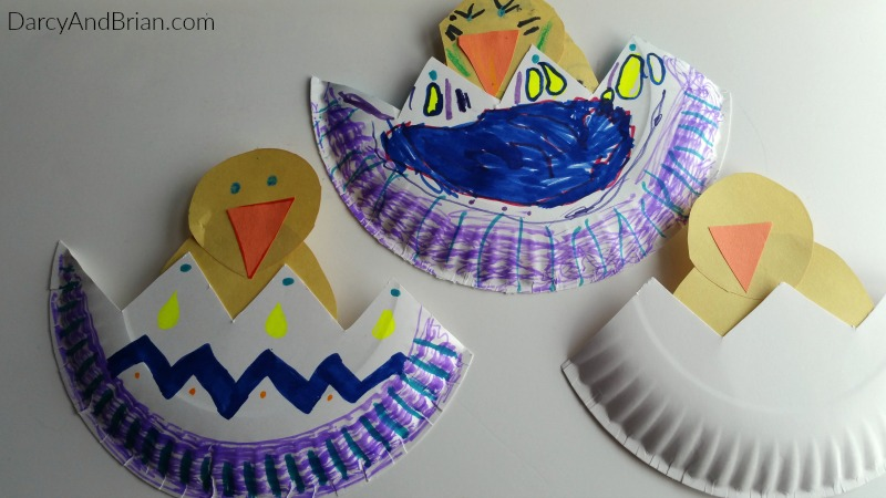 This Hatching baby chick is a fun and easy activity for preschoolers.