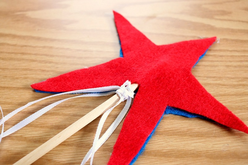 How to make a star wand craft project.