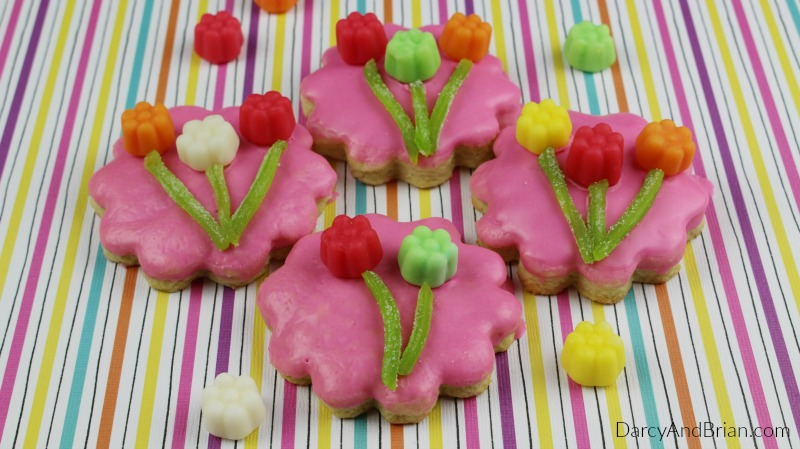 Learn how to make these beautiful flower sugar cookies!