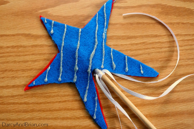 Looking for red, white, and blue kids crafts? This double sided star wand works as a patriotic craft for the Fourth of July or Memorial Day. Help the kids make one of these to take along for the parade!