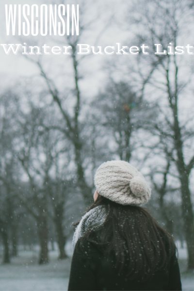 Planning to travel to Wisconsin in winter? Check out this Wisconsin Winter Bucket List for plenty of indoor and outdoor family activities: indoor waterparks, museums, skiing, winter ziplining, and more!
