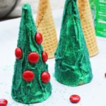 Looking for an easy edible Christmas craft to do with your kids? Make these fun Christmas tree cones with toddlers, preschoolers, and older kids. They make great cupcake toppers too!