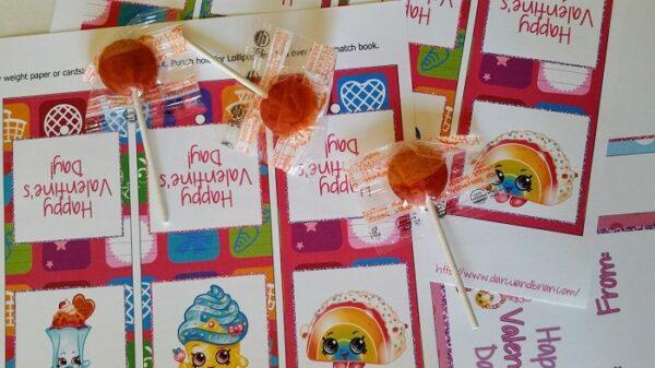 Making fun lollipop valentines