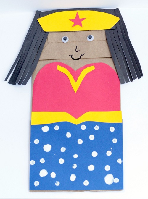 Do your kids love superheroes? They'll have a blast making this Wonder Woman paper bag puppet. It's an easy craft for kids that inspires creative play too!