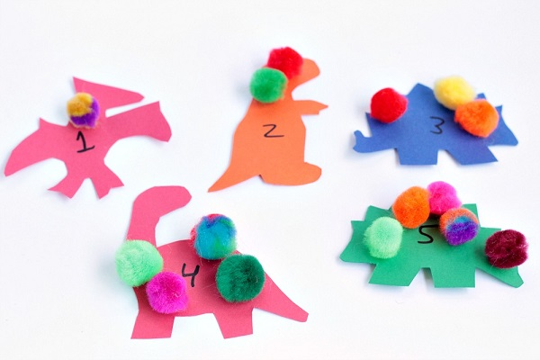 How to set up a dinosaur counting game for preschoolers