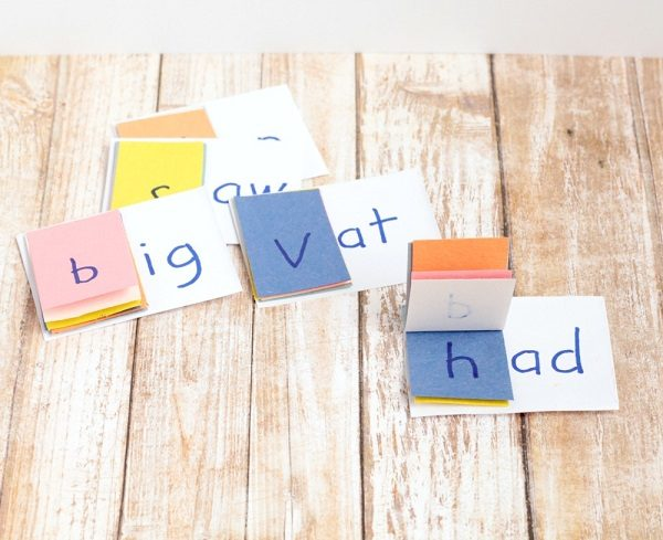 Learn how to make your own word family flip books for kindergarten children