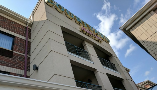 Entrance to Courtyard Marriott in Roseville