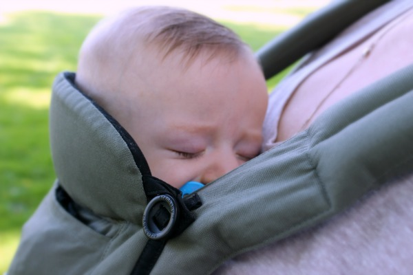 AD: Thinking about babywearing? Wondering what baby essentials you need? Here are several reasons Why New Moms Need a Baby Carrier. #Ergobaby #LoveCarriesOn #babywearing #babies #newmoms