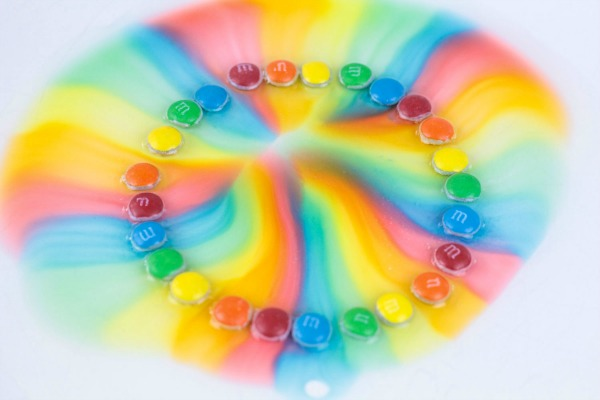 Use candy to create a rainbow and get little kids excited about science.