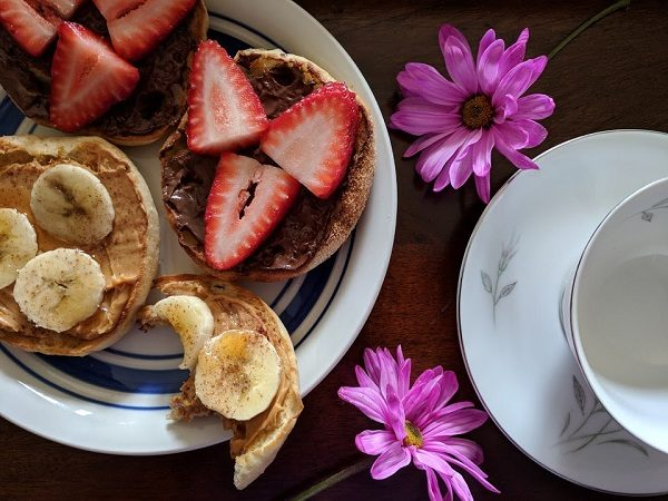 Quick and easy ideas to serve breakfast in bed on Mother's Day