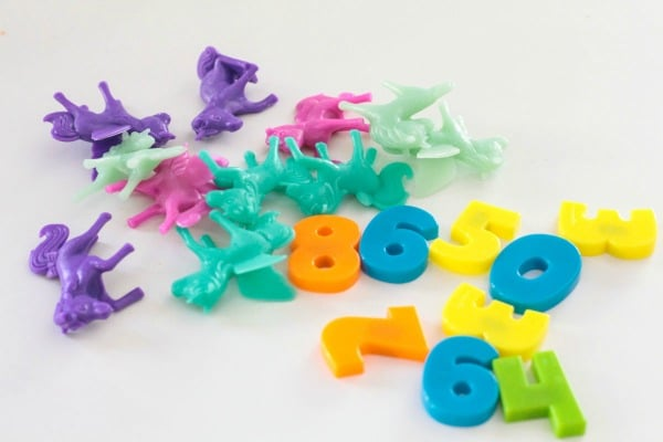 Everything you need to set up and play this unicorn counting game. Little unicorn toys and plastic play numbers.