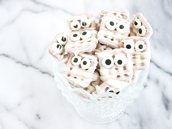 Mummy Pretzel Bites